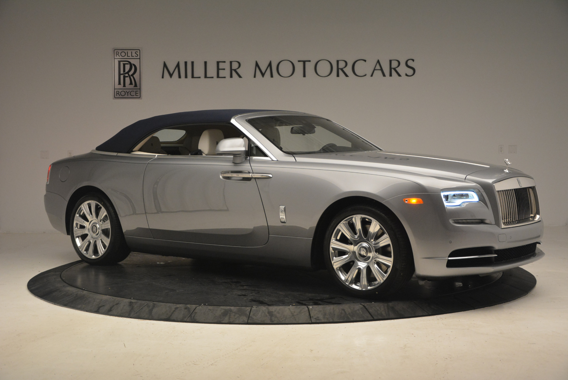 Used 2017 Rolls-Royce Dawn  For Sale In Westport, CT 940_p22