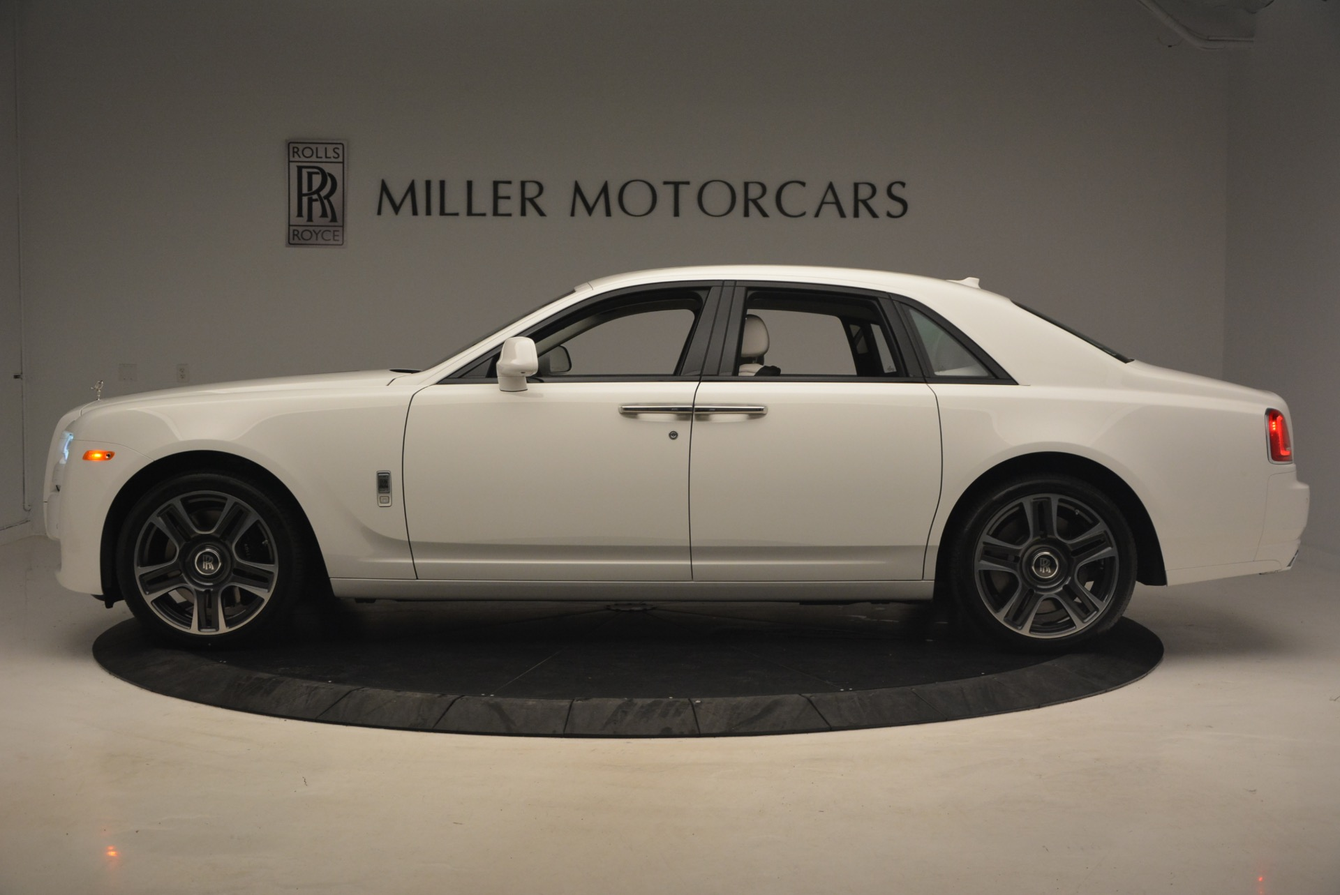 Used 2017 Rolls-Royce Ghost  For Sale In Westport, CT 971_p3