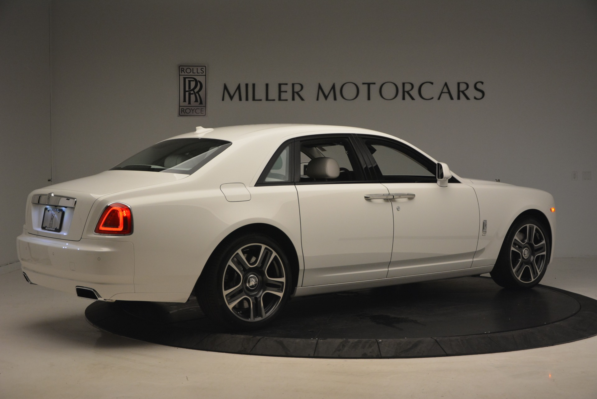 Used 2017 Rolls-Royce Ghost  For Sale In Westport, CT 971_p8