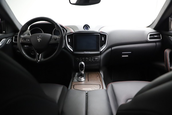 Used 2018 Maserati Ghibli S Q4 for sale Sold at Maserati of Westport in Westport CT 06880 17