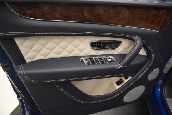 Used 2018 Bentley Bentayga W12 Signature for sale $169,900 at Maserati of Westport in Westport CT 06880 18