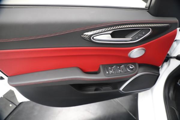 New 2019 Alfa Romeo Giulia Ti Sport Carbon Q4 for sale Sold at Maserati of Westport in Westport CT 06880 17