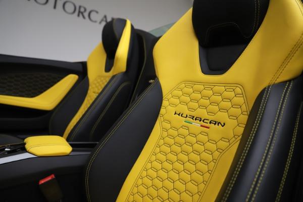Used 2018 Lamborghini Huracan LP 580-2 Spyder for sale $203,900 at Maserati of Westport in Westport CT 06880 25