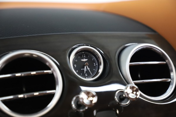 Used 2016 Bentley Flying Spur V8 for sale $119,900 at Maserati of Westport in Westport CT 06880 21