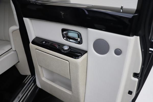 Used 2013 Rolls-Royce Phantom for sale Sold at Maserati of Westport in Westport CT 06880 17