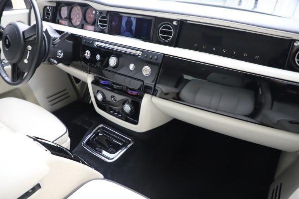 Used 2013 Rolls-Royce Phantom for sale Sold at Maserati of Westport in Westport CT 06880 23