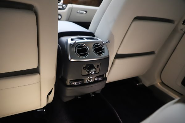 Used 2016 Rolls-Royce Ghost for sale $173,900 at Maserati of Westport in Westport CT 06880 25