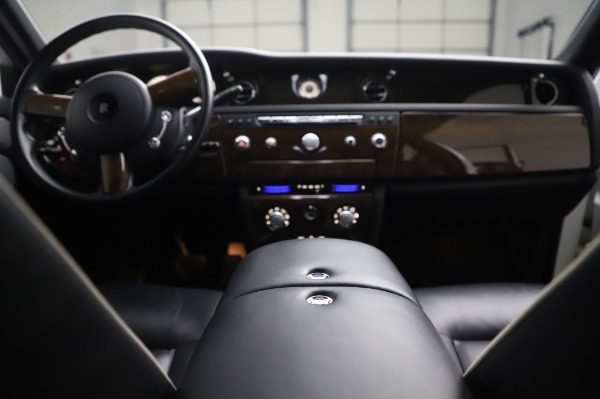 Used 2014 Rolls-Royce Phantom for sale $199,900 at Maserati of Westport in Westport CT 06880 28