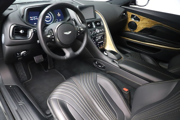 Used 2017 Aston Martin DB11 V12 for sale $149,900 at Maserati of Westport in Westport CT 06880 13