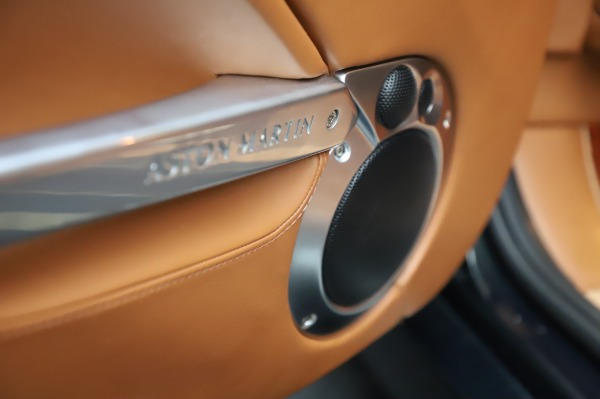 Used 2003 Aston Martin V12 Vanquish Coupe for sale $79,900 at Maserati of Westport in Westport CT 06880 18