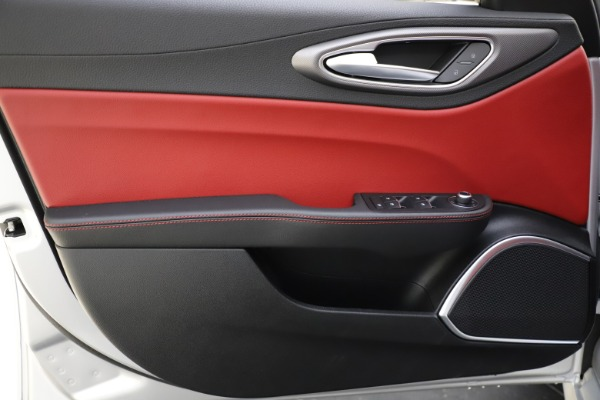 New 2020 Alfa Romeo Giulia Sport Q4 for sale $48,645 at Maserati of Westport in Westport CT 06880 17