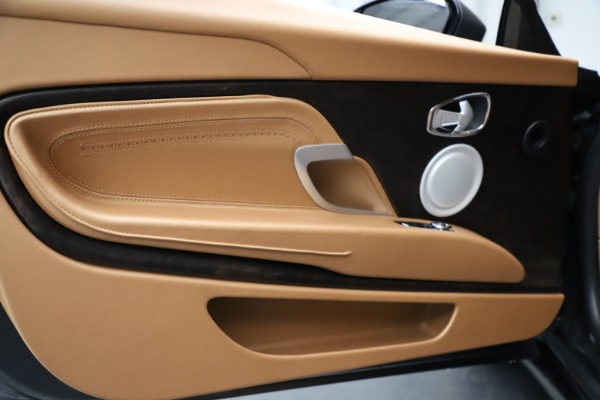 Used 2017 Aston Martin DB11 for sale $155,900 at Maserati of Westport in Westport CT 06880 17
