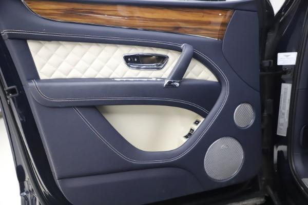 Used 2018 Bentley Bentayga W12 Signature for sale $154,900 at Maserati of Westport in Westport CT 06880 16