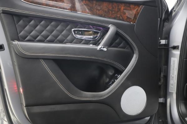 Used 2018 Bentley Bentayga W12 Signature Edition for sale $149,900 at Maserati of Westport in Westport CT 06880 17