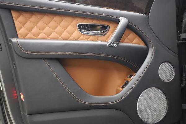 Used 2018 Bentley Bentayga W12 for sale $156,900 at Maserati of Westport in Westport CT 06880 18