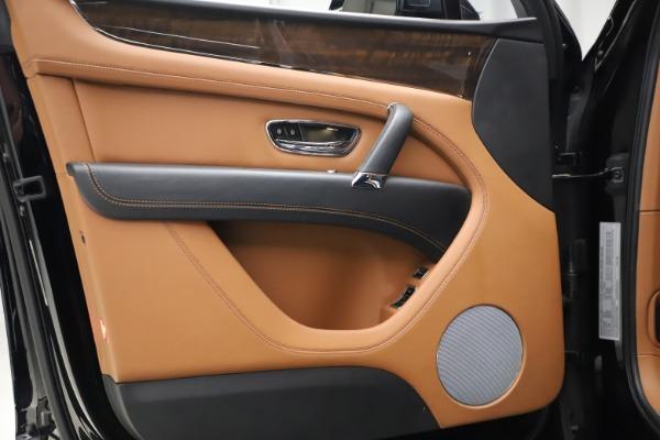 Used 2018 Bentley Bentayga Onyx Edition for sale $147,900 at Maserati of Westport in Westport CT 06880 11