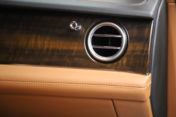 Used 2018 Bentley Bentayga Onyx Edition for sale $147,900 at Maserati of Westport in Westport CT 06880 26