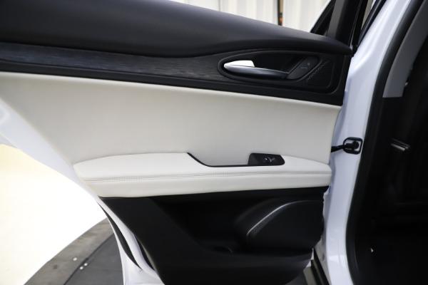 New 2021 Alfa Romeo Stelvio Q4 for sale $47,985 at Maserati of Westport in Westport CT 06880 21