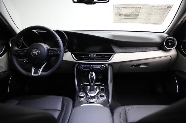 New 2021 Alfa Romeo Giulia Q4 for sale $46,895 at Maserati of Westport in Westport CT 06880 16