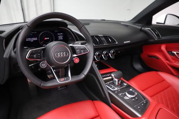 Used 2018 Audi R8 Spyder for sale $154,900 at Maserati of Westport in Westport CT 06880 19