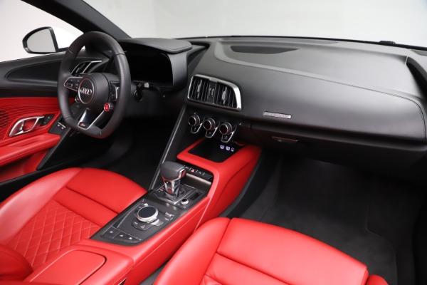 Used 2018 Audi R8 Spyder for sale $154,900 at Maserati of Westport in Westport CT 06880 25