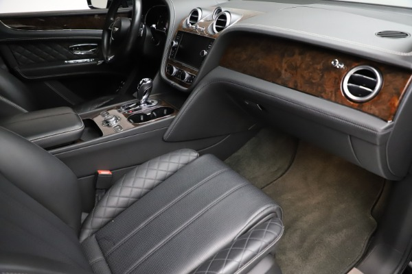 Used 2018 Bentley Bentayga W12 Signature for sale $153,900 at Maserati of Westport in Westport CT 06880 25