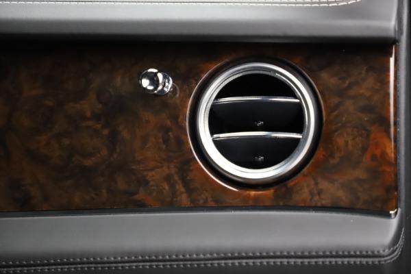 Used 2018 Bentley Bentayga W12 Signature for sale $153,900 at Maserati of Westport in Westport CT 06880 26