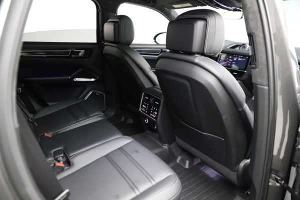 Used 2020 Porsche Cayenne Turbo for sale Sold at Maserati of Westport in Westport CT 06880 25