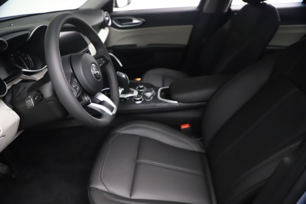 New 2021 Alfa Romeo Giulia Q4 for sale $48,245 at Maserati of Westport in Westport CT 06880 15